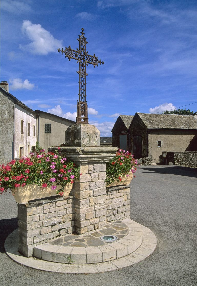 Croix village de Costecalde